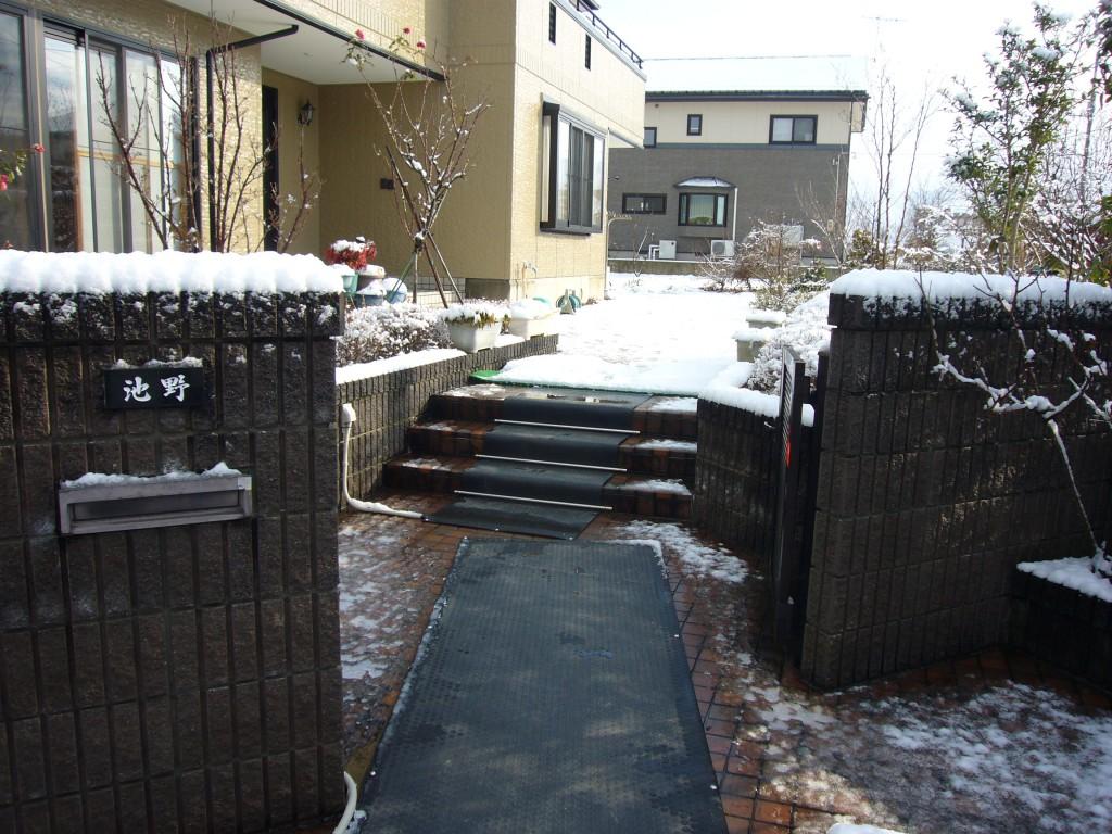 山形市住宅通路階段玄関マット
