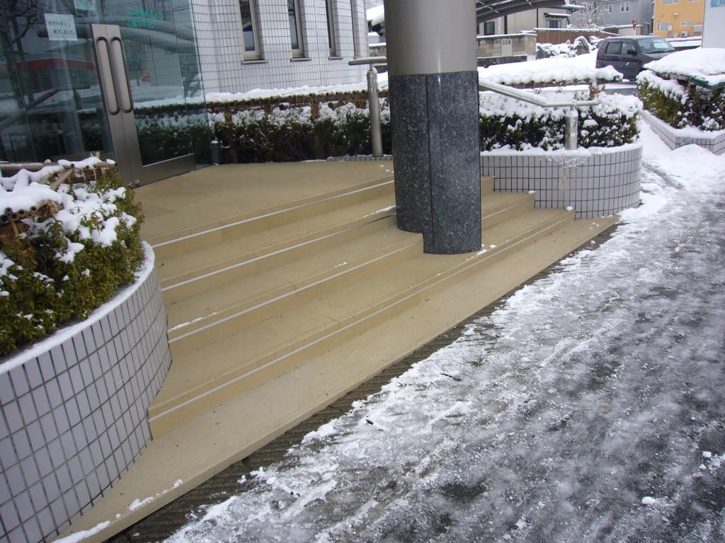 山形市医院玄関階段
