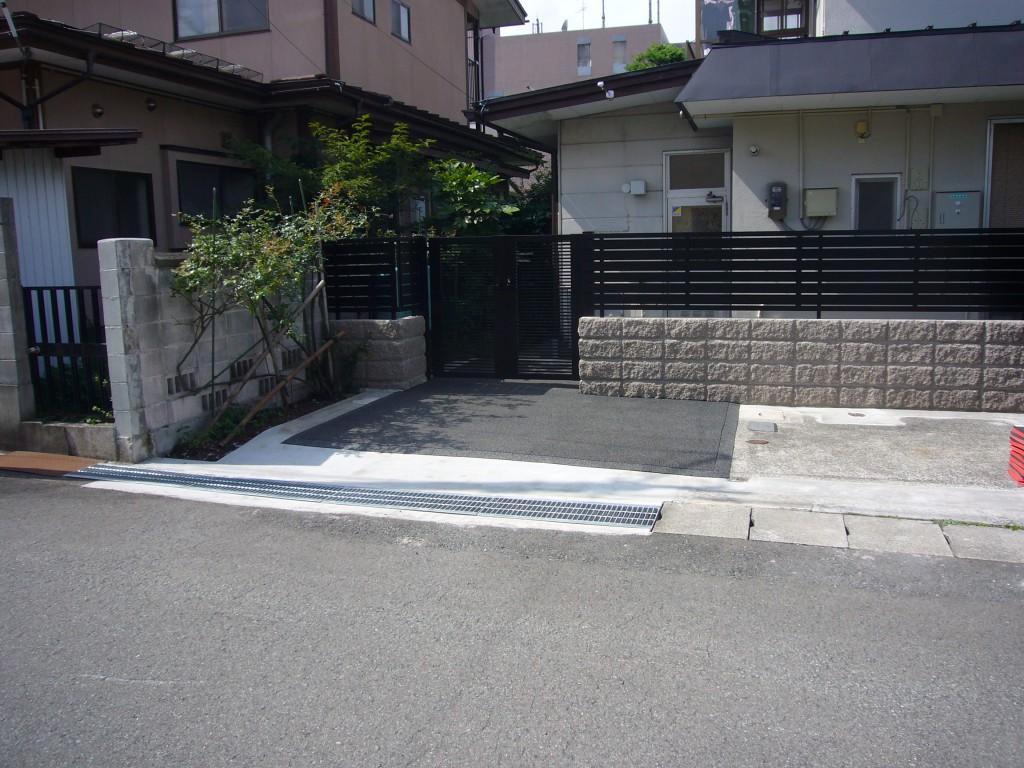 山形市玄関前駐車場