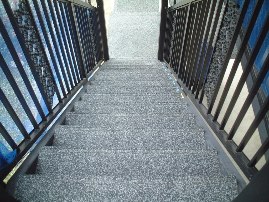 山形市賃貸アパート外階段