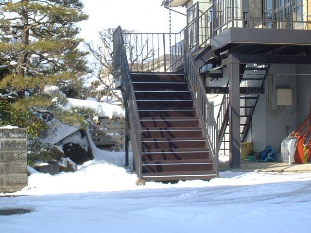 東根市住宅外階段
