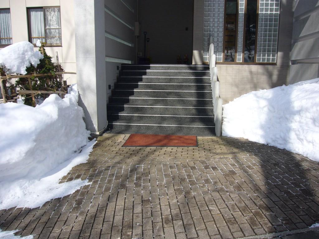 蔵王温泉保養所玄関前階段