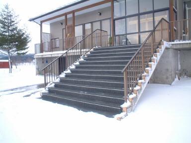 小国町住宅玄関階段
