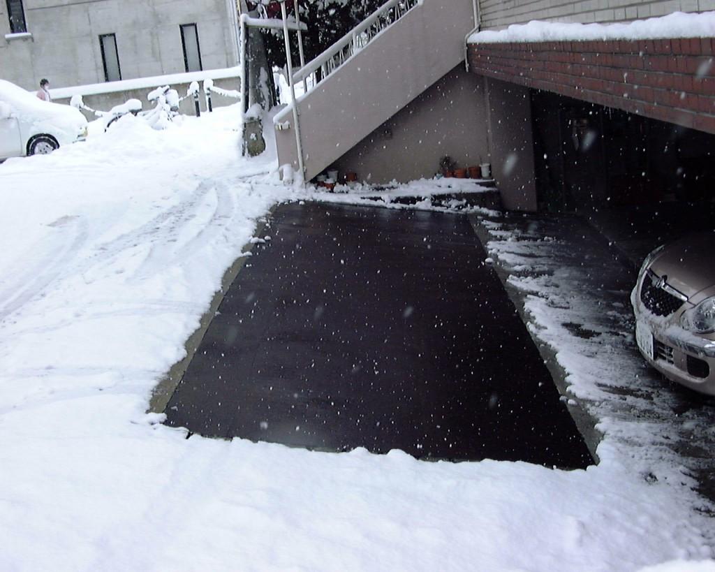 山形市歯科医院地下駐車場入口