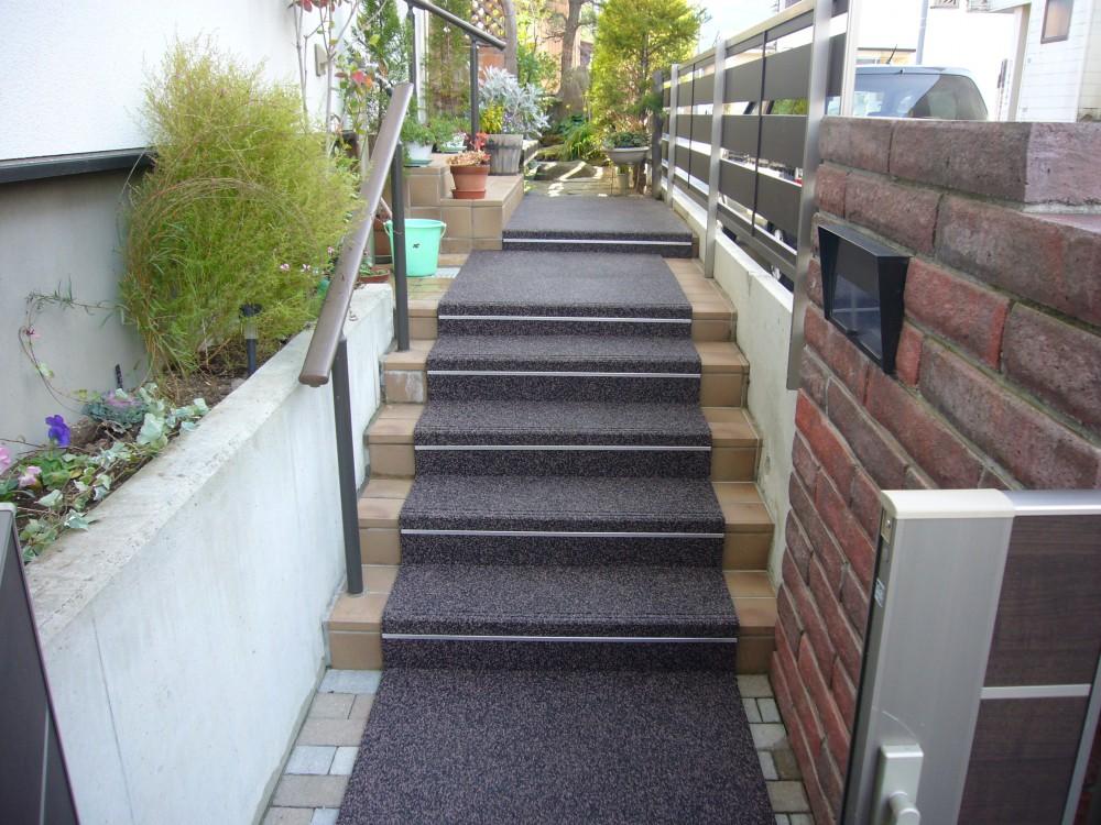 山形市住宅階段通路