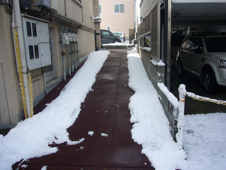 山形市住宅まで通路融雪状況2013.12.28