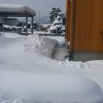 山形県長井市太陽光屋根下通路融雪状況