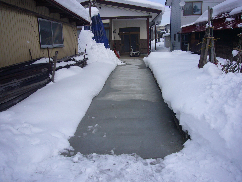 山形県長井市住宅通路融雪状況2016.01.26